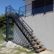 escalier-exterieur-marches-bois