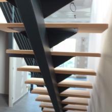 escalier-limon-central-marches-bois