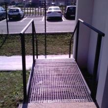 escalier-metal-acces-exterieur-vue-2