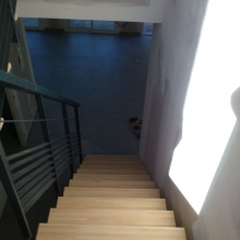 escalier-metal-rampe-lamelles