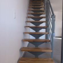 escalier-support-marche-en-v