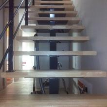escalier-thermolaqué-marches-centrales
