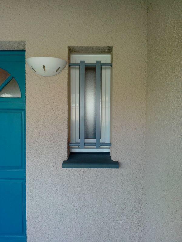 grille de dfense pour porte d entre trendy grille de securite en fer plein bandol var paca with. Black Bedroom Furniture Sets. Home Design Ideas