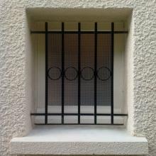 grille-de-defense-petite-fenetre-cercles