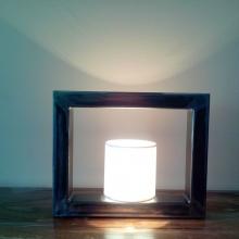 lampe-metal-rectangulaire-allumee