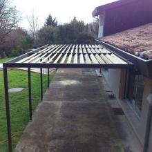 pergolas-structure-metal-lames-en-bois