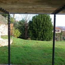 pergolas-structure-metal-lames-en-bois-vue-2