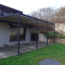pergolas-structure-metal-lames-en-bois-vue-3