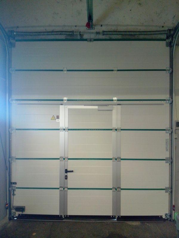 Portes sectionnelles de garage ou service sur mesure - Porte de garage sectionnelle avec portillon hormann ...