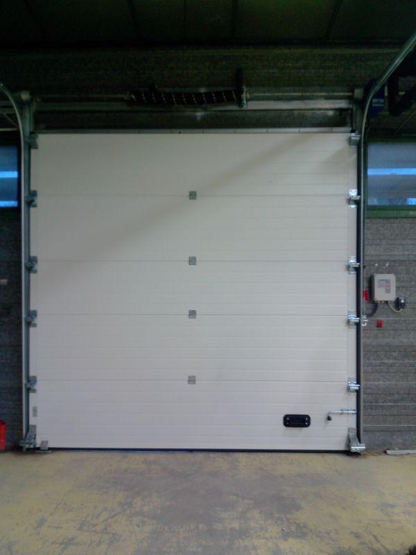 portes sectionnelles de garage ou service sur mesure. Black Bedroom Furniture Sets. Home Design Ideas