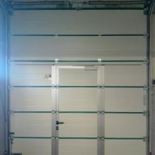 porte-sectionnelle-garage-avec-petite-porte-vue-2