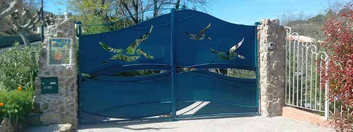 visuel metallier ferronnier d'art portail avec motif découpé au laser